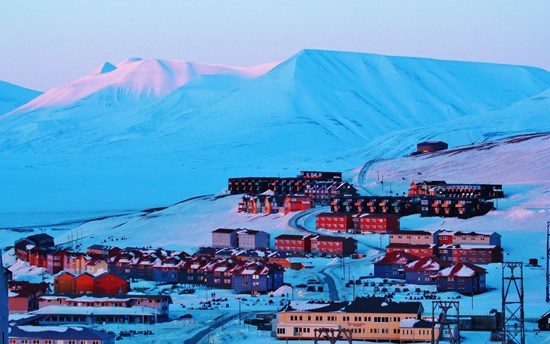 Midnight Sunlight Longyearbyen Svalbard Norway